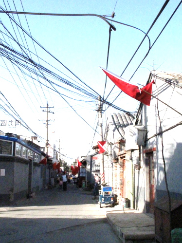 Chinese flag at every 5 feet | มีการติดธงขาติจีนทุก 3m